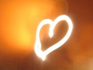 105360_Light-heart-orange-love-background_1024x768